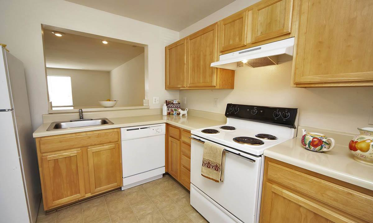 Broadwater Townhomes Kitchen Appliances in Chester, VA