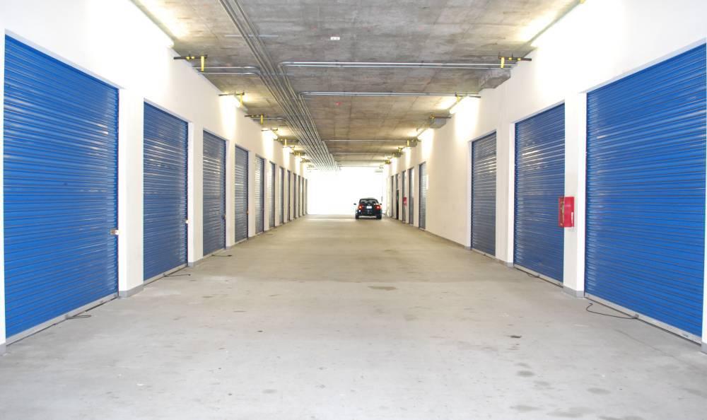 Covered drive-up storage units at Redondo Hermosa MiniStorage