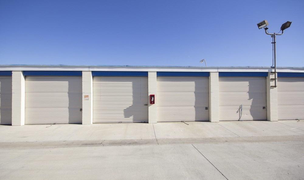 Roll up door storage units in Santa Ana, CA