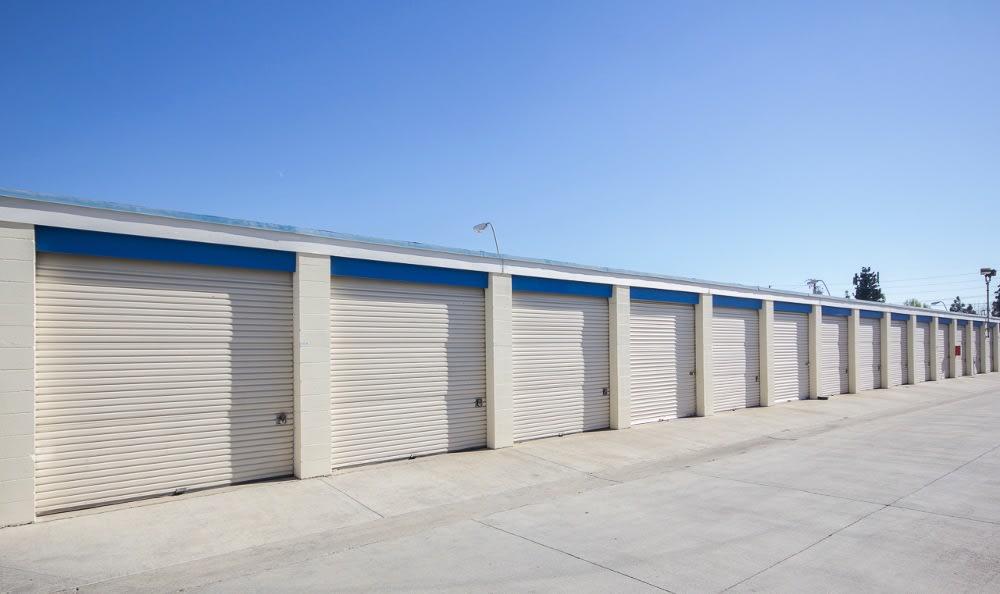 Large storage units in Santa Ana, CA