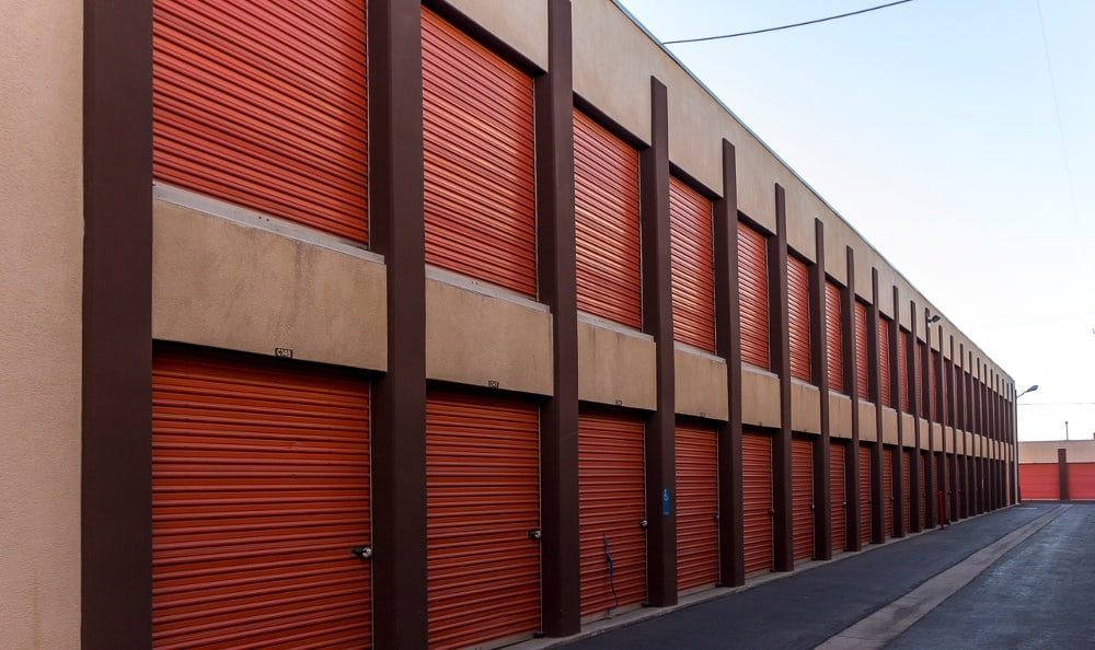 Spacious storage facility in Hawthorne, CA