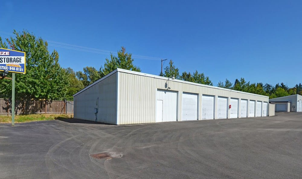 Wide Driveways At Self Storage In Puyallup Washington
