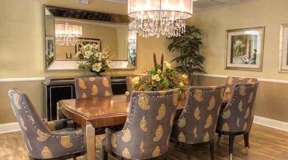 Dining at The Enclave Senior Living at Saxony