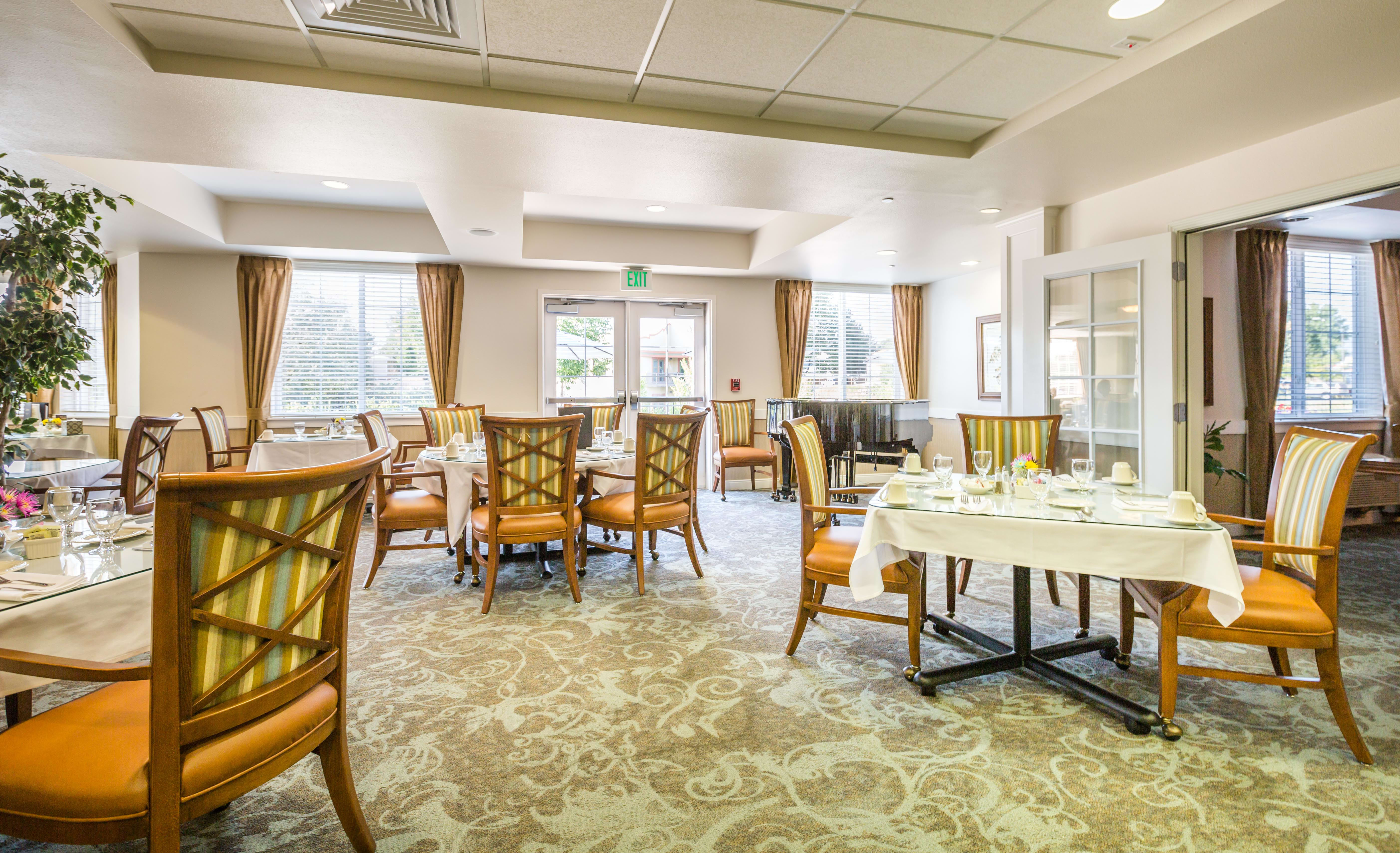 Beautiful Dining Room at Lakeview Senior Living