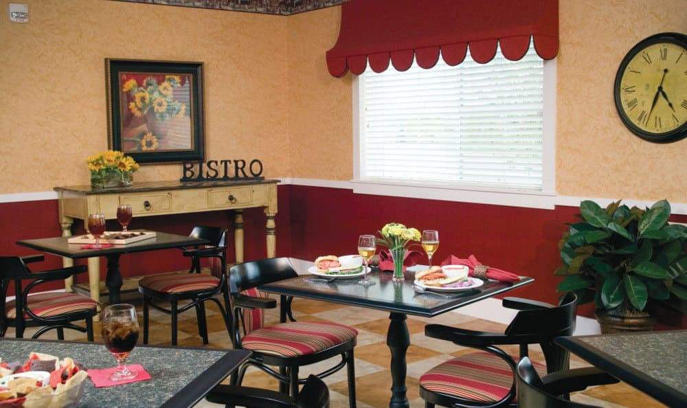 Dining At Our Senior Living Facility In Crestwood