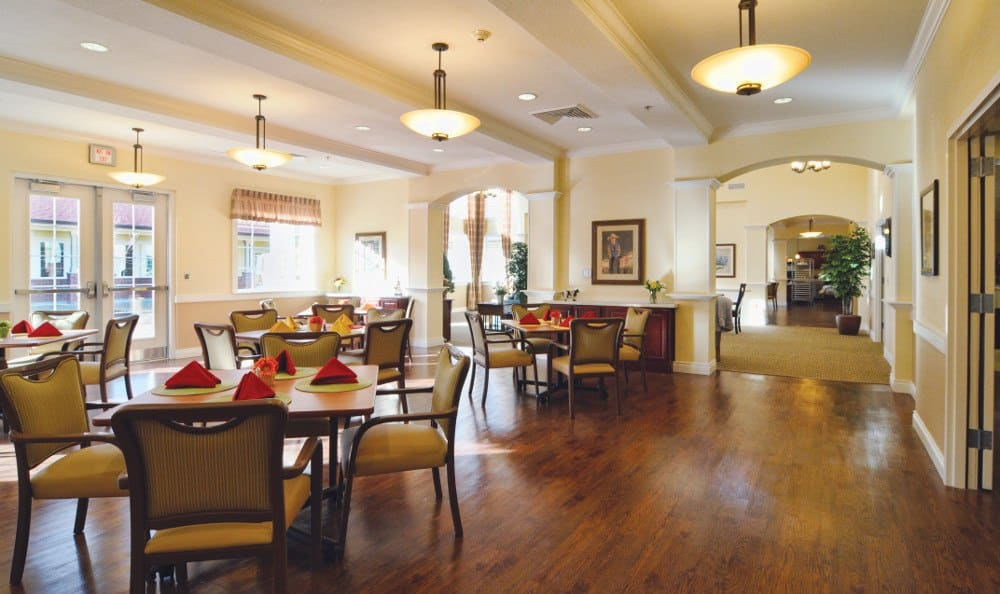 Dining at our senior living facility in Overland Park, KS