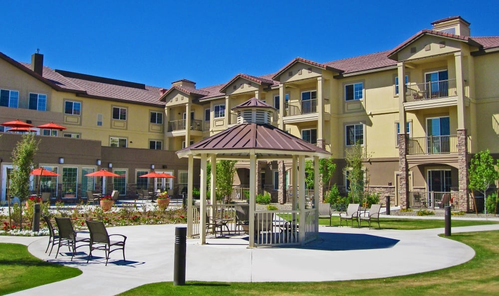 Courtyard at our senior living facility in Peoria, AZ