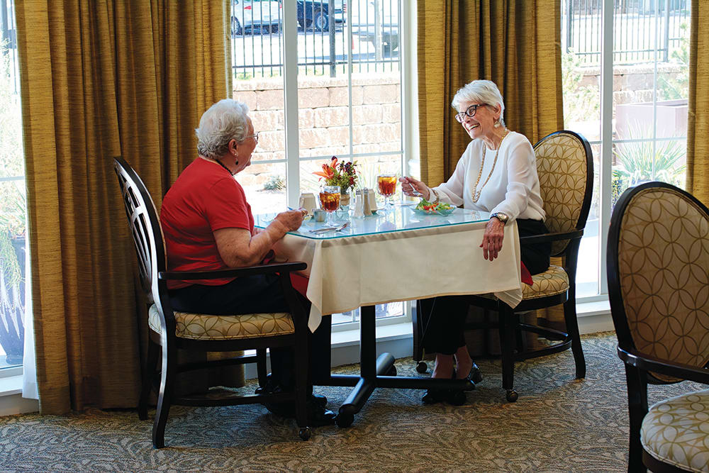 Dining at HighPointe Assisted Living