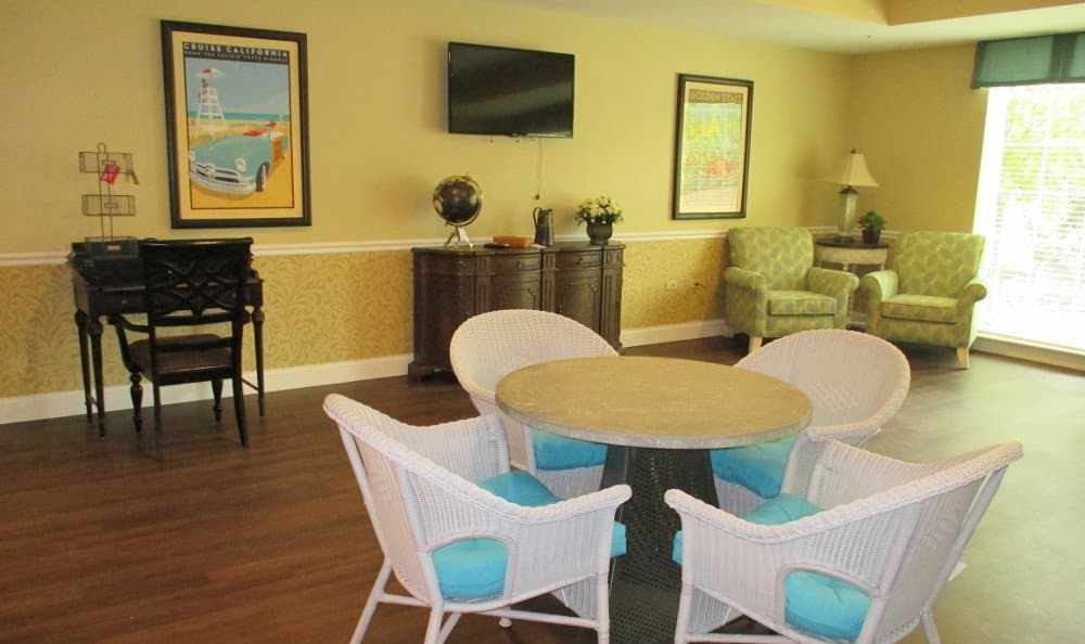 Spacious lounge at our Lake Zurich senior living facility