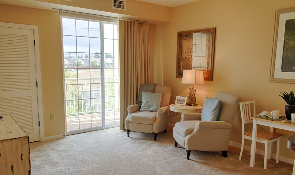 Spacious living rooms at our senior living facility in Eugene, OR