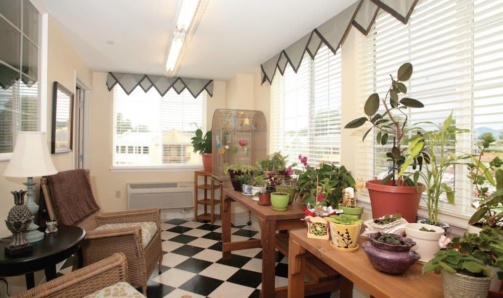Libertyville Co Senior Living Greenroom
