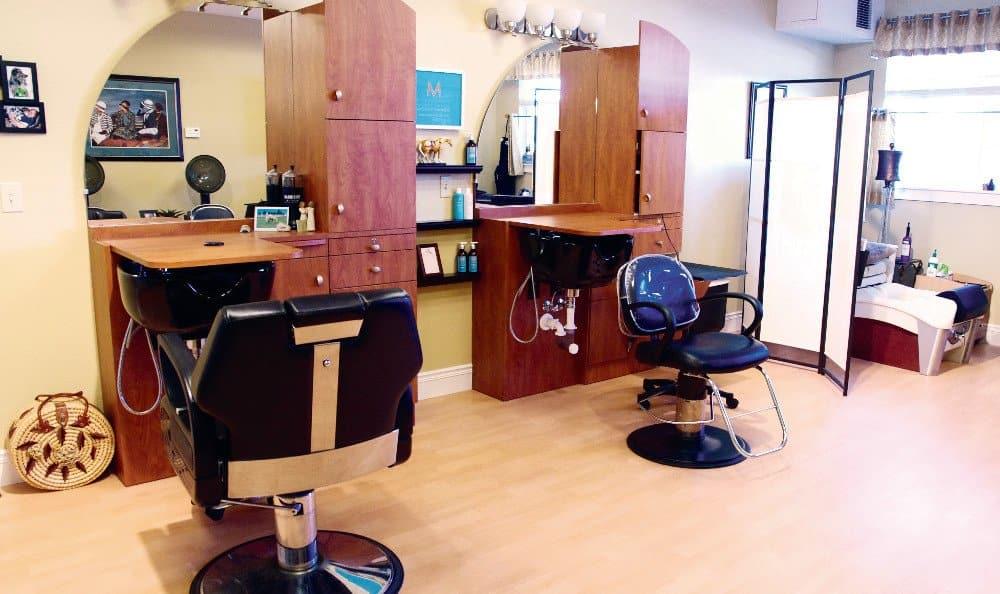 Libertyville Co Senior Living Salon