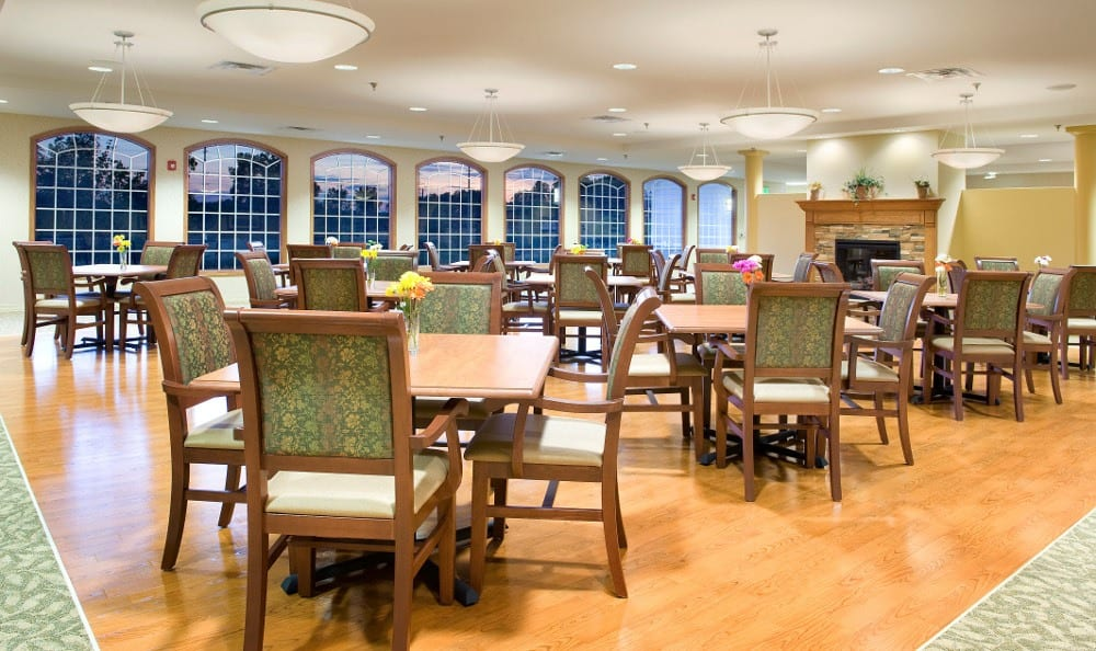Large community Dining Hall at Ashton Creek Health & Rehabilitation Center