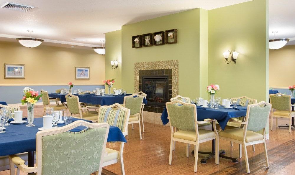 Fine dining at senior living in Winter Haven, FL