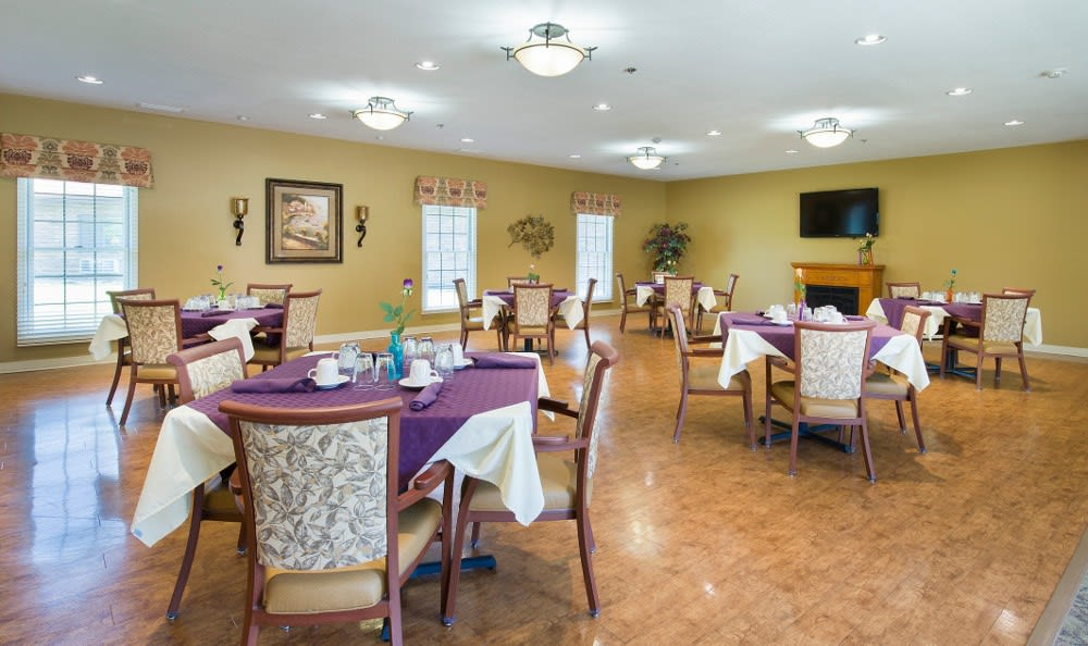 Dining at our senior living health care facility in Marion