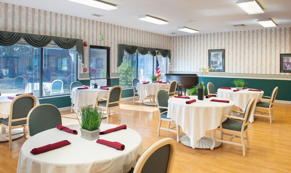Our Warsaw, IN senior living facility has fine dining areas