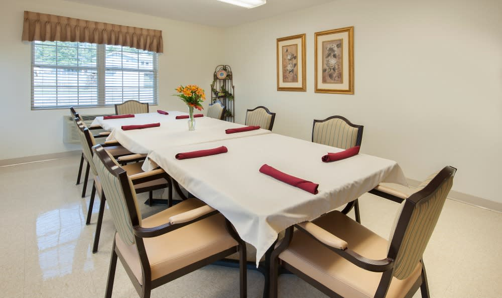 Private senior living dining here in Parker City, IN