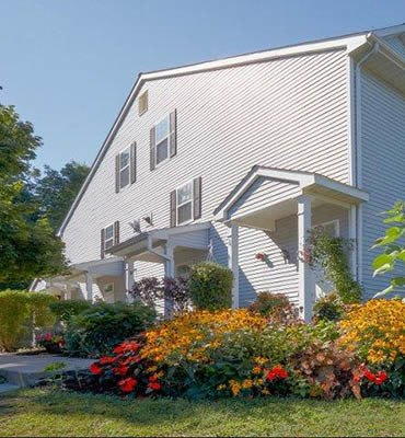 Nearby shopping and dining at apartments in Wappingers Falls, New York