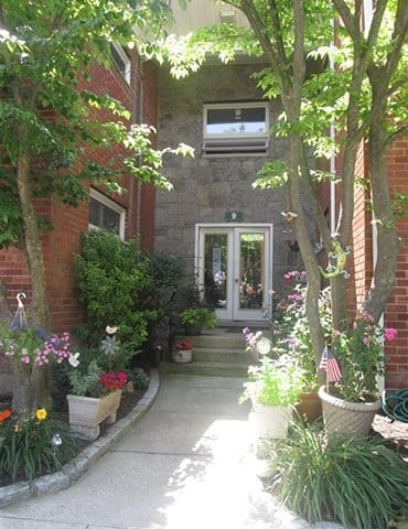 Beautiful greenery at apartments in Mineola, New York
