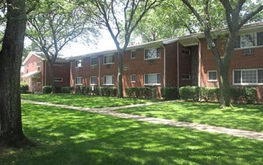 Mineola Apartments Near Roosevelt Field Mall