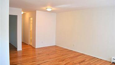 Hard wood floors at Eagle Rock Apartments at Nesconset