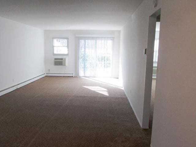 Living room with air conditioning at Eagle Rock Apartments at Woodbury.