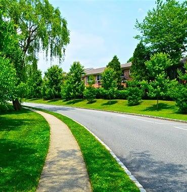 Walking paths in Woodbury, New York