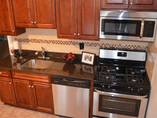 Updated kitchen at Eagle Rock Apartments at Woodbury.