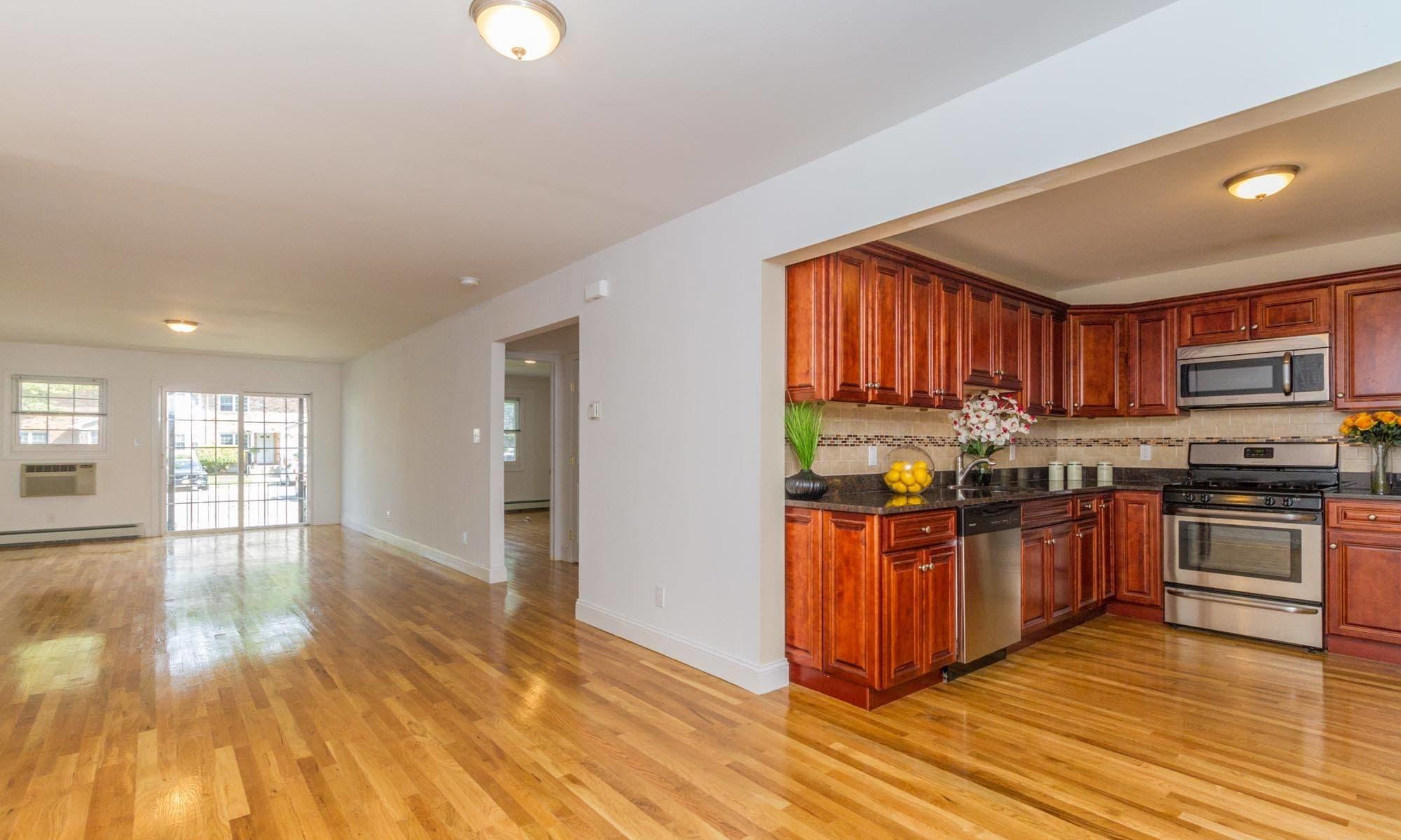 Apartments in Woodbury, NY