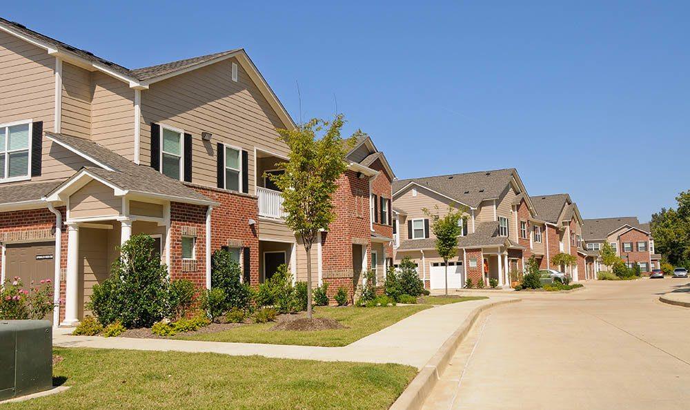 Explore your new townhome apartment in Cordova