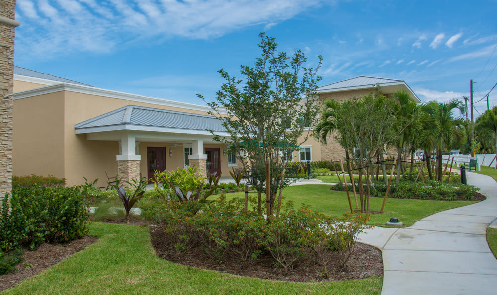 Grassy lawns at senior living in Boca Raton