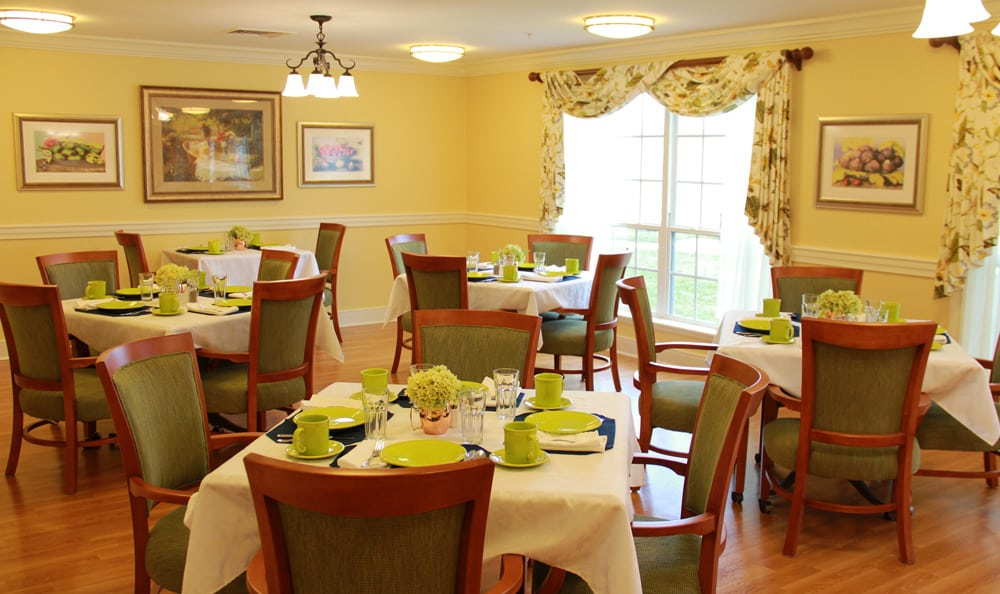 Dining at {[location_city}} senior living