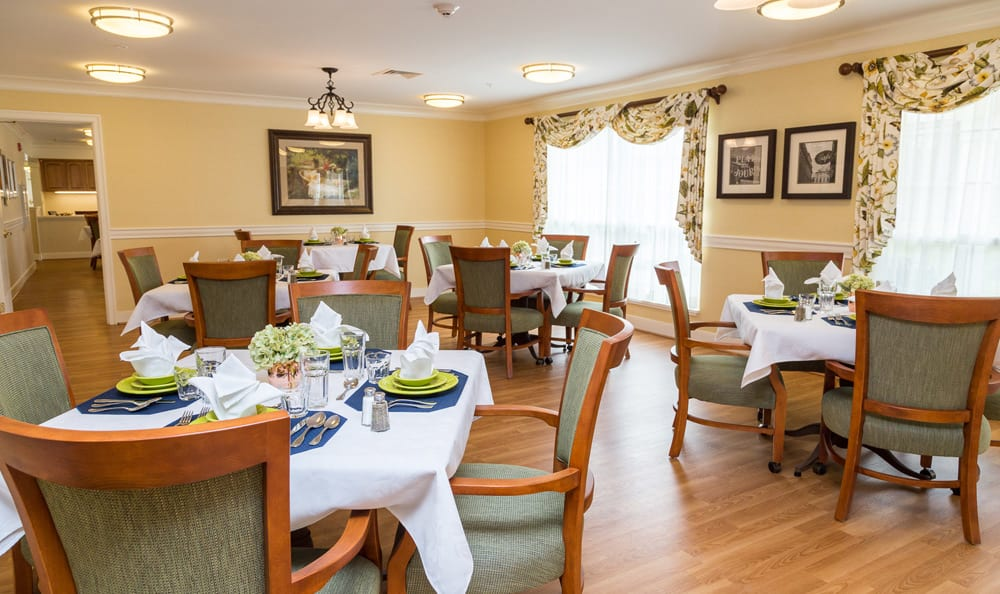 Dining room at senior living in Lower Moreland