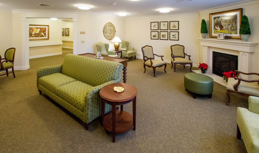 Comfortable living room at Artis Senior Living of Princeton Junction
