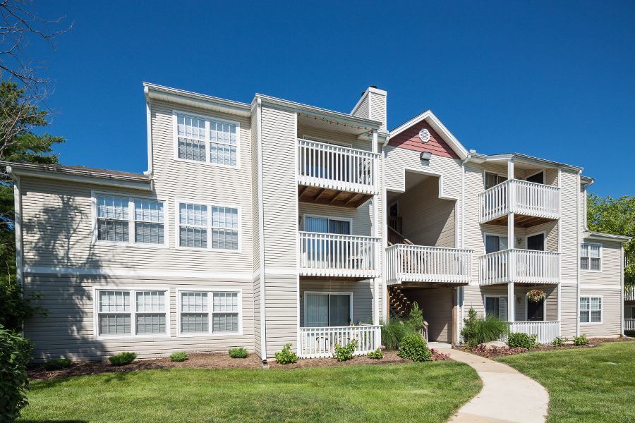 Greenway Chase apartments in Florissant, MO