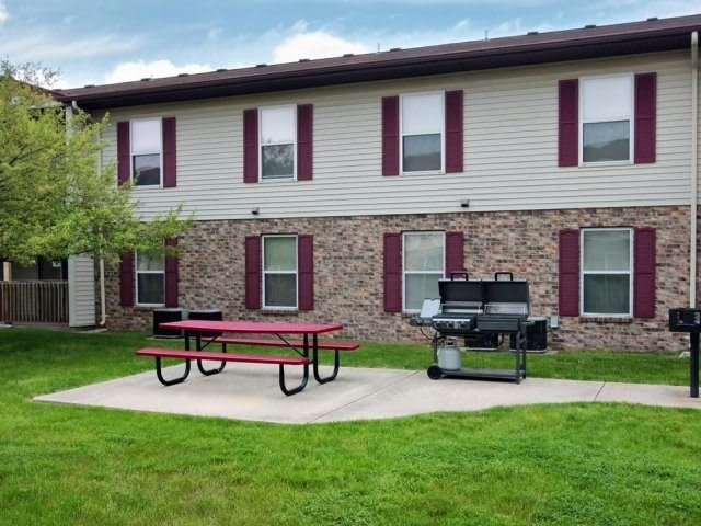 grill and bbq at apartments in Decatur, IL