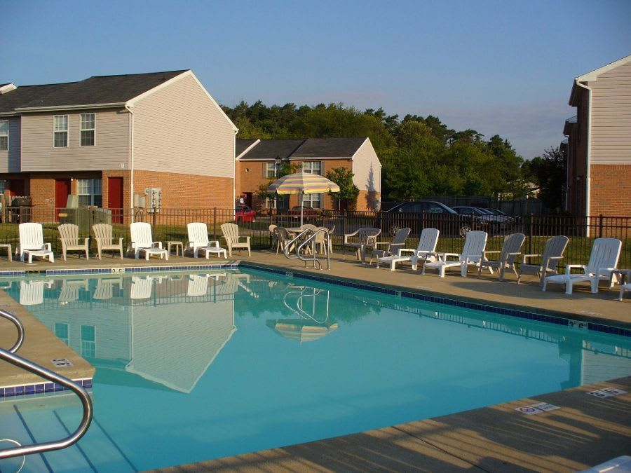 swimming pool at apartments in Cranberry Township, PA