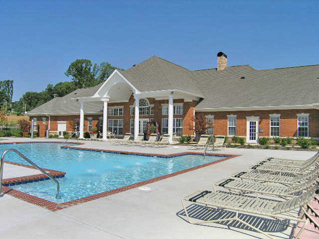 clubhouse and pool at apartments in Wentzville, MO