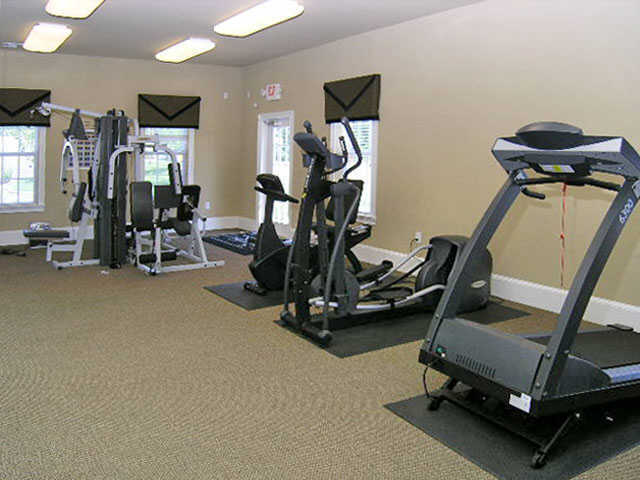 fitness center at apartments in Wentzville, MO