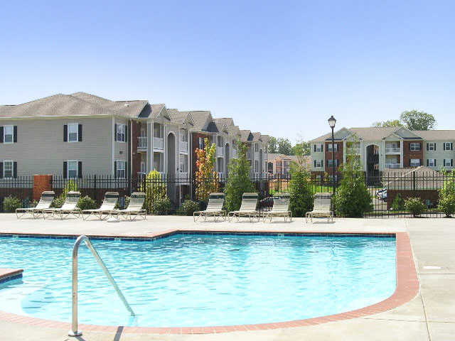 swimming pool at apartments in Wentzville, MO