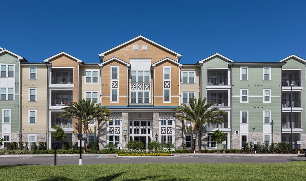 Another exterior view of one of the tenant buildings at Integra Cove in Orlando