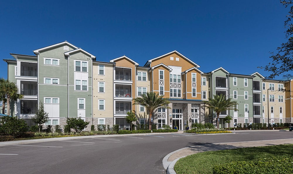 Exterior view of one of the tenant buildings at Integra Cove in Orlando