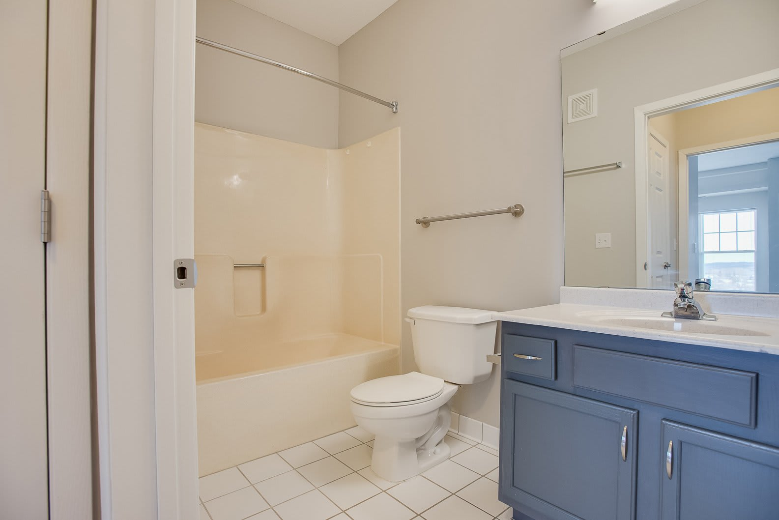 Spa-like bathrooms at Provence Apartments
