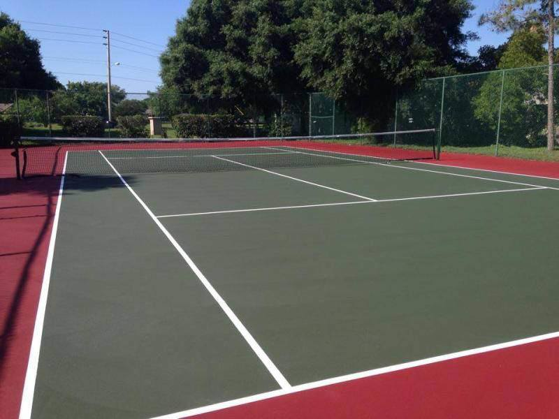 Tennis court at apartments in Brandon, FL