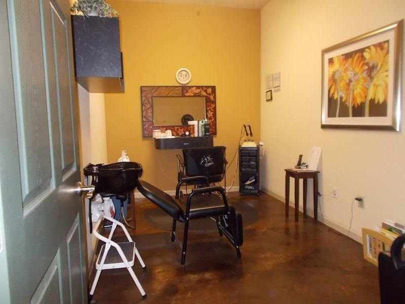 beauty salon room at apartments in Conroe, TX