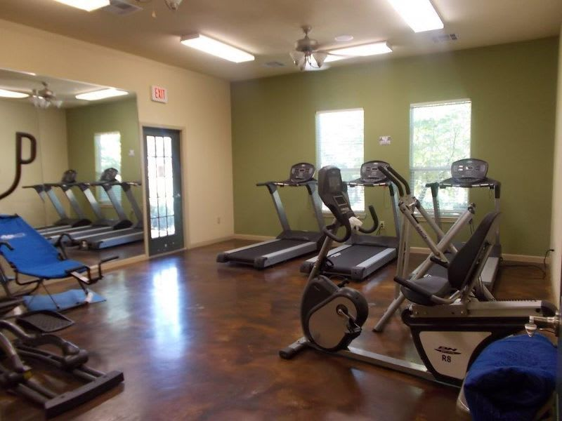 fitness center at apartments in Conroe, TX