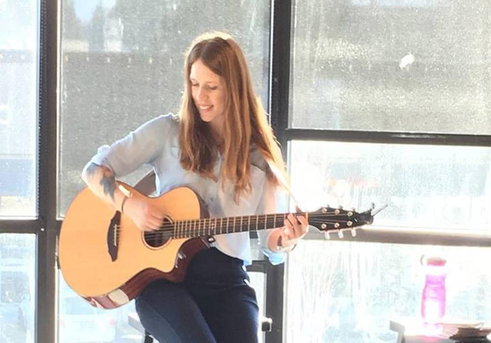 Live guitar music at G5