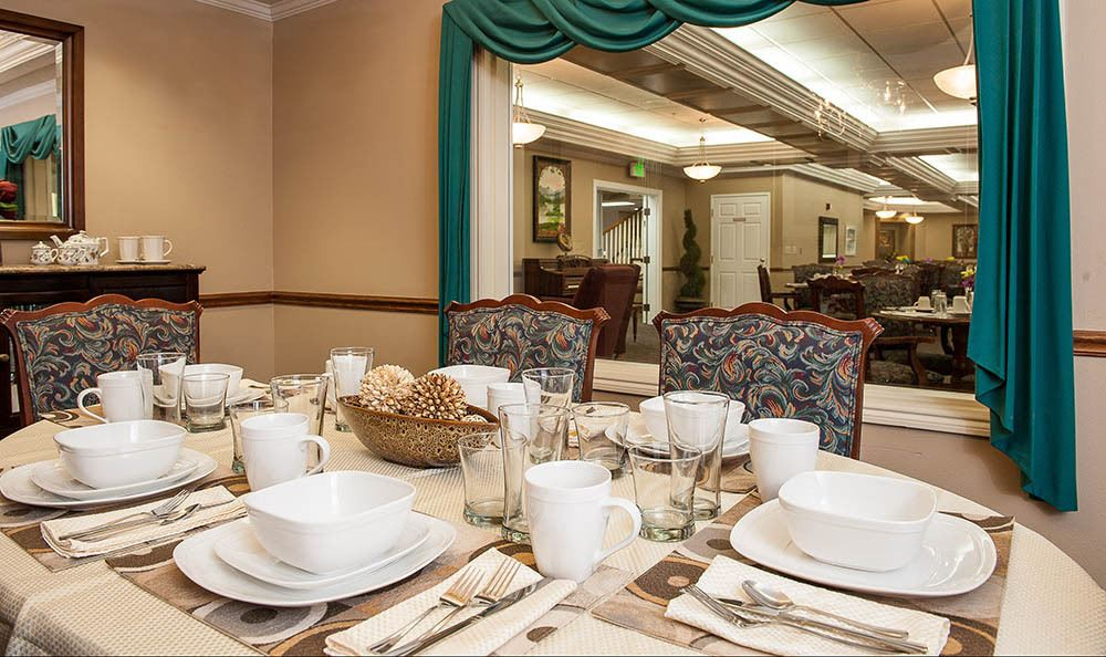 Dining area at senior living in OR