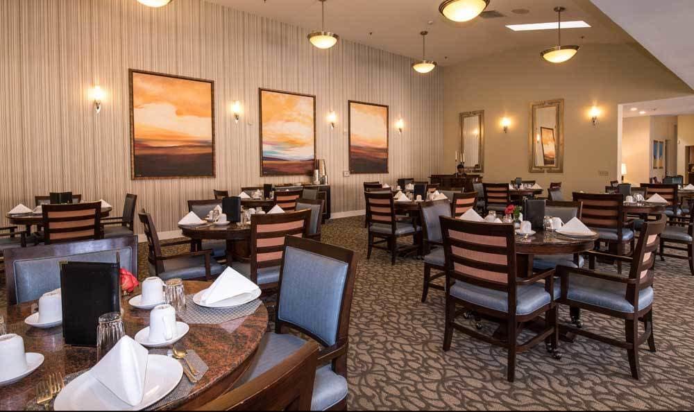 Dinningroom at Meadow Oaks of Roseville