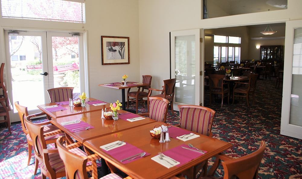 Bright dining room at the senior living community in Grass Valley